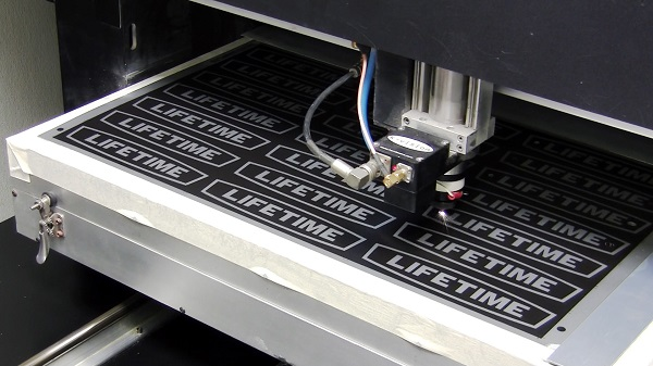 4 Reasons to Choose Laser Cut Metal Signs for Your Application